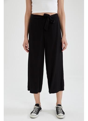 DeFacto Kuşak Detaylı Culotte Pantolon Siyah